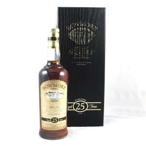 Bowmore 25 Year Old Front