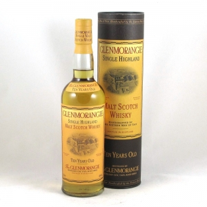 Glenmorangie 10 Year Old Signed by the 16 Men of Tain (2004) Front