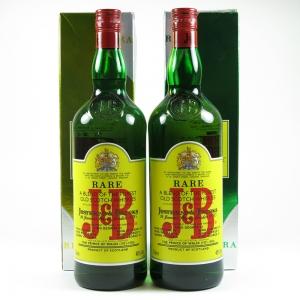 J&B Rare Whisky 2 x 1 Litre front