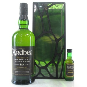 Ardbeg 10 Year Old Gift Pack / Including Uigeadail Miniature 5cl