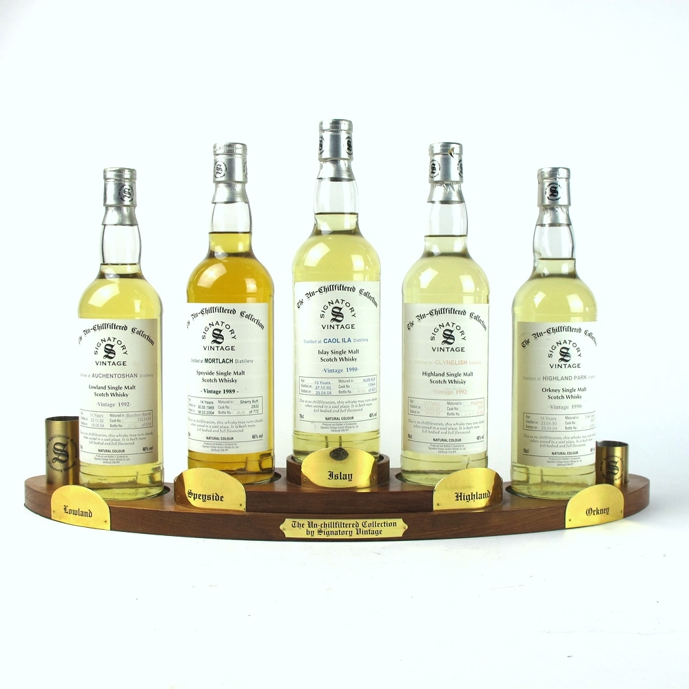 Signatory Vintage Single Malt Selection 5 x 70cl / Including Plinth and 2 x Measures