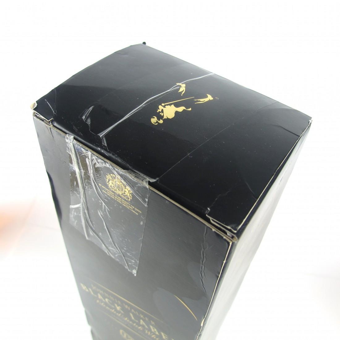 Johnnie Walker Red Label & Black Label 2 x 1 Litre / Includes Miniatures 2 x 5cl