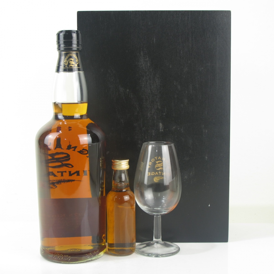 Kinclaith 1975 Signatory Vintage 26 Year Old / Including 5cl and Glass