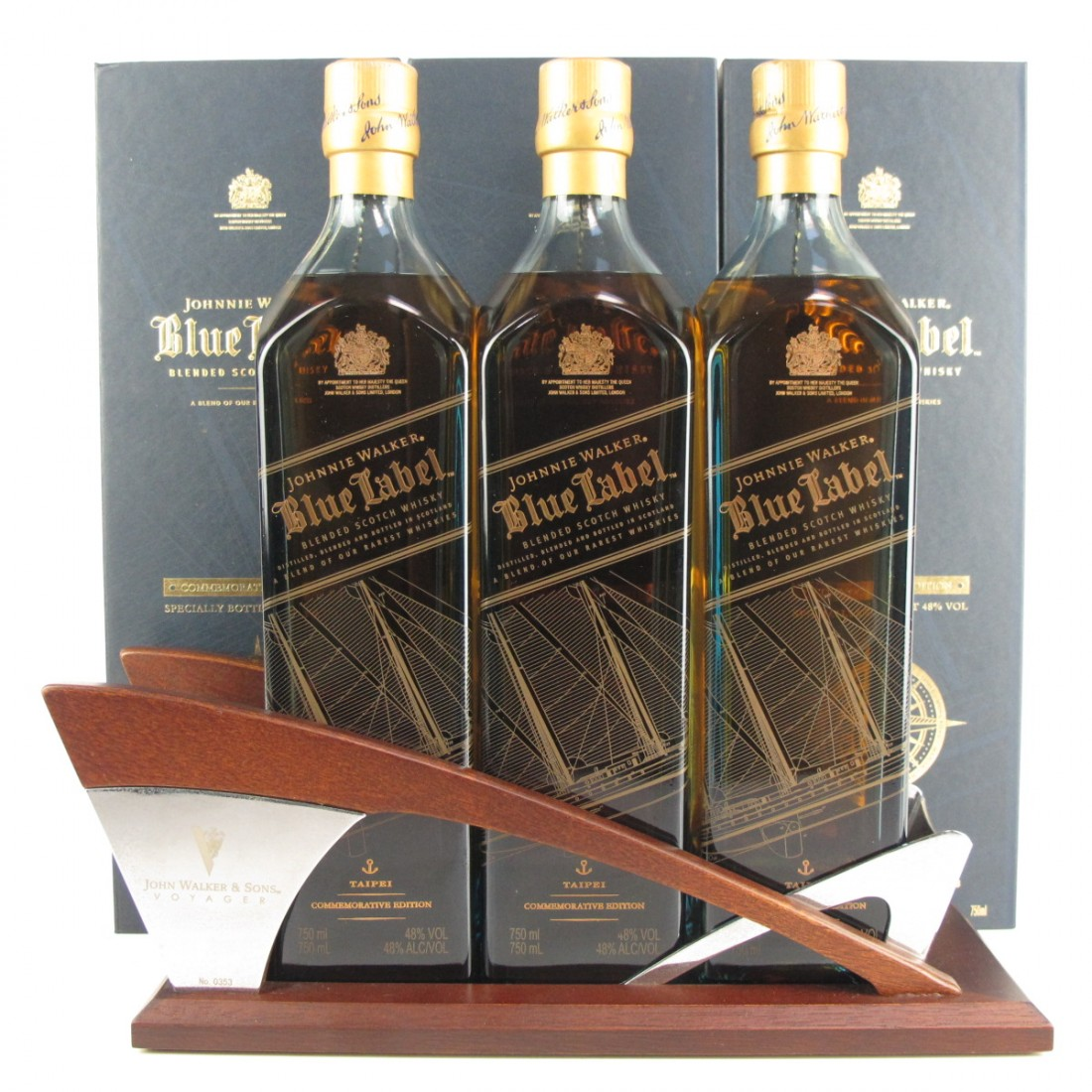 Johnnie Walker Blue Label Voyager Commemoration / Taipei 3 x 75cl Including Display Plinth